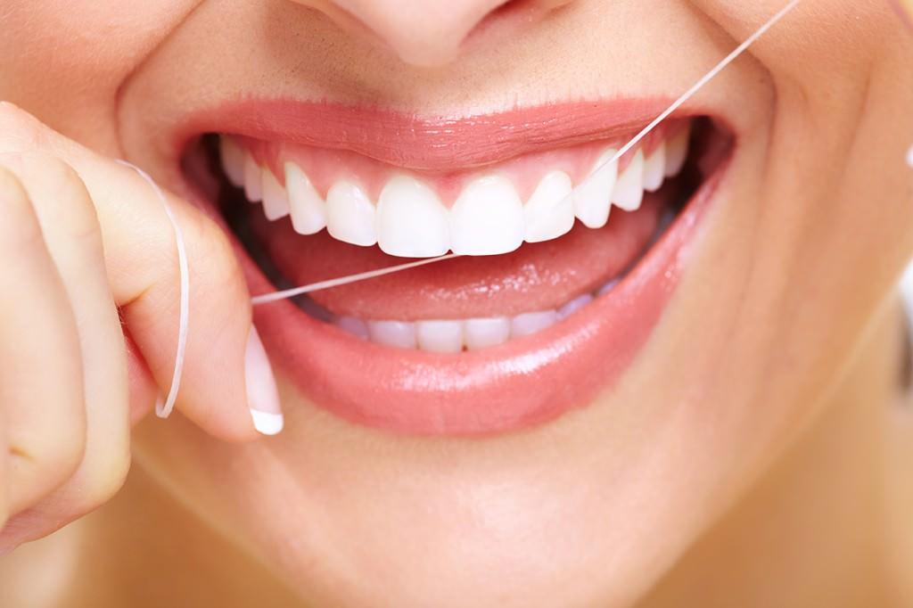 c0512efcc O segredo de como passar o Fio Dental - Aprenda de forma fácil